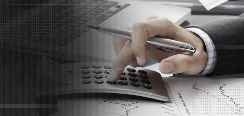 executivo fazendo cálculo de ROI dos ERPs TOTVS®