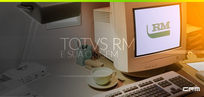 computador antigo com moniitor mostrando o logo totvs rm